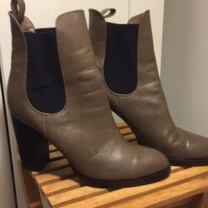 Shoes - Excellent condition boot with elastic ankle